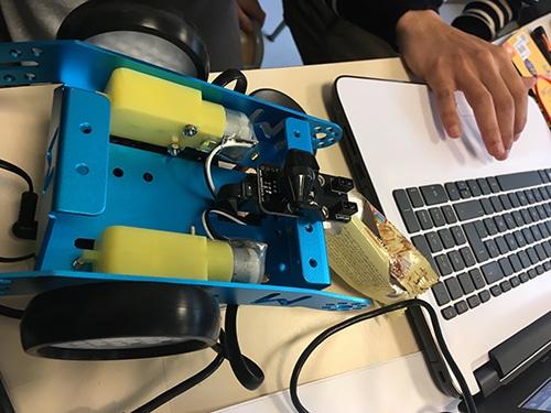 Apprendre le fonctionnement des moteurs des robots Mbot de Makeblock