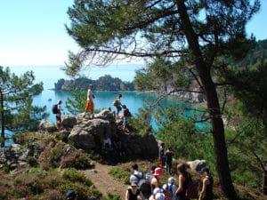 sejour de vacances pour enfants au Cap de la Chevre en Bretagne dans le Finistère superbe balade sur le sentier côtier