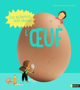 un livre propose de nombreuses expériences scientifiques pour les enfants à partir de la maternelle autour des oeufs